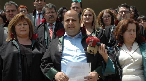 İzmir'de Avukatlardan Başbakan'a Tepki