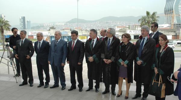 İzmir'de Avukatlardan Yargı Bağımsızlığı Vurgusu