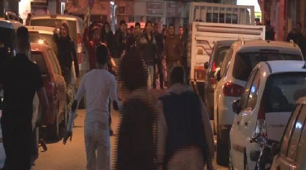 İzmir'de Başbakan'a Tepki Eylemlerine Polis Müdahalesi (ek Fotoğraf)