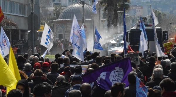 İzmir'de Berkin Elvan Eylemine Polis Müdahalesi (2)