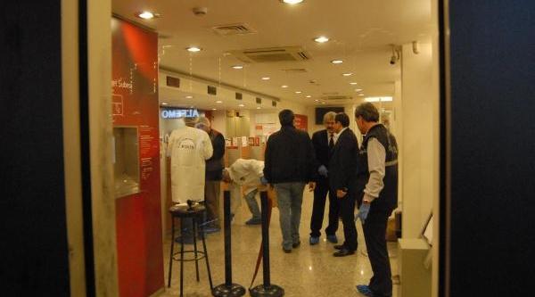 Izmir'De Biber Gazli Banka Soygunu Şoku