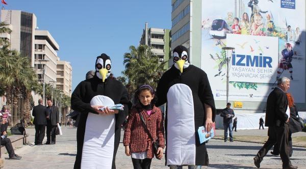 İzmir'de Chp'den Penguen Maskotlu Kampanya