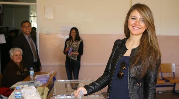 İzmir'de Demokrasi Kuyruğu