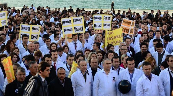 Izmir'de Dershanecilerden Kapatmaya Tebeşirli Protesto