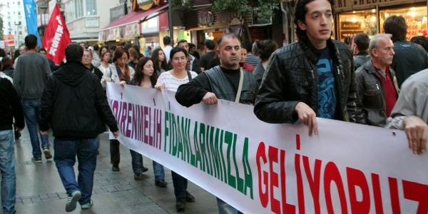 Izmir'de Dikilen Fidanlarin Sökülmesi, Protesto Edildi