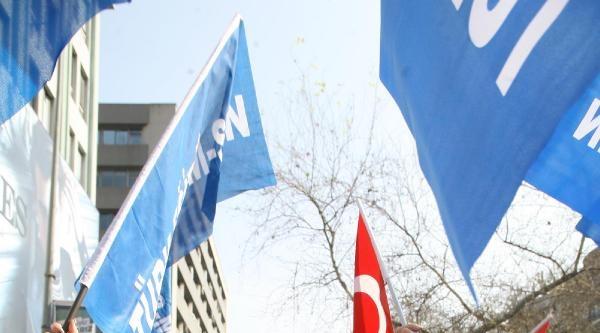 İzmir'de Eğitimciler Bir Günlük İş Bıraktı