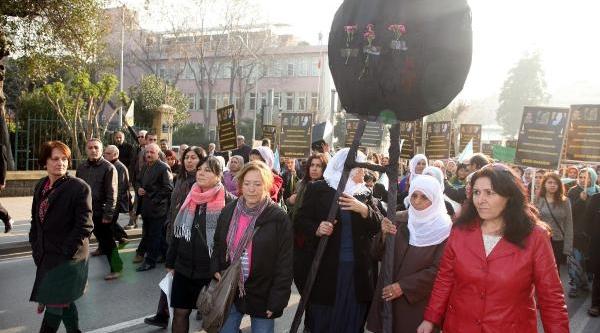 Izmir'de Fransa Konsolosluğu'Na Siyah Çelenk