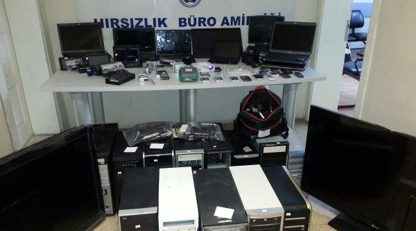 Izmir'de Hirsizlik Şebekesi Çökertildi