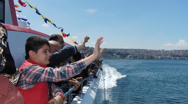 İzmir'de Hızlı Ve Konforlu Yeni Gemiyle İlk Sefer 12 Dakika Sürdü