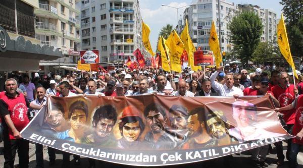 İzmir'de Hükümete Tepki Yürüyüşü