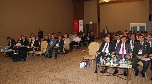 İzmir'de İç Güvenlik Ve Özel Güvenlik Sektörü Konferası