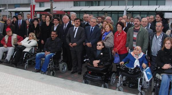 Izmir'De Ilk 'kirmizi Bayrak' Metro'Ya