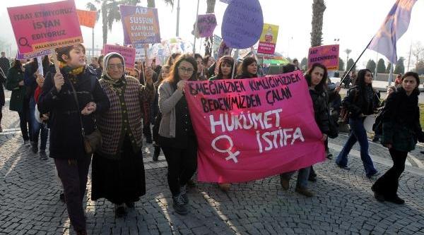 Izmir'de Kadin Cinayetlerine Çifte Tepki