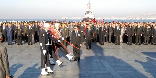 Izmir'De Protestolu Anma