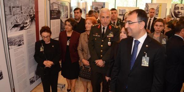 Izmir'De Protestolu Anma (2)