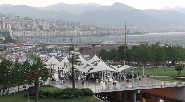 İzmir'de Sağanak Yağmur