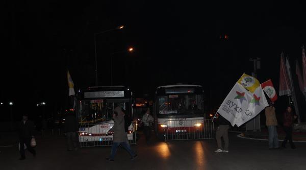 İzmir'de Ses Kaydı Protestosuna Polis Müdahalesi (2)