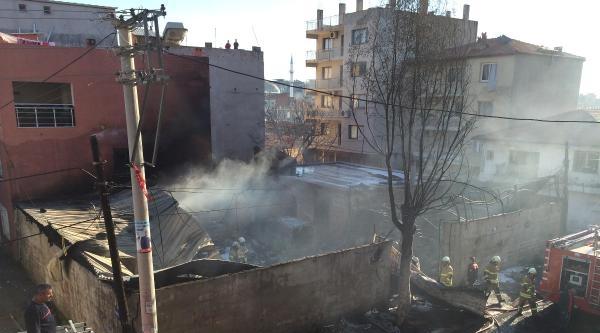 İzmir'de Tüp Deposunda Patlama