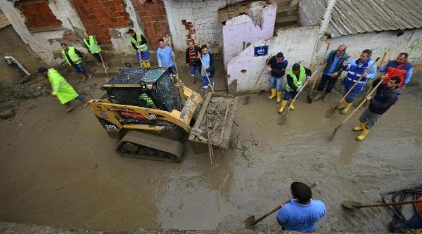 Izmir'de Yağmur Hayati Felç Etti (4)