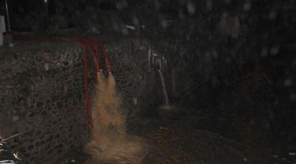 Izmir'de Yağmur Hayati Felç Etti (5)