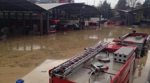 Izmir'de Yağmur Hayati Felç Etti / Ek Fotoğraflar