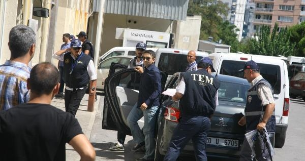 İzmir'de Yasadışı Dinlemelerle İlgili Gözaltı (6)