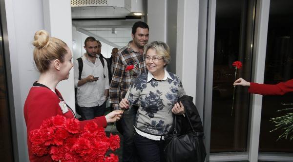 İzmir'deki İç Hatlar Terminali'nden Uçuşlar Başladı