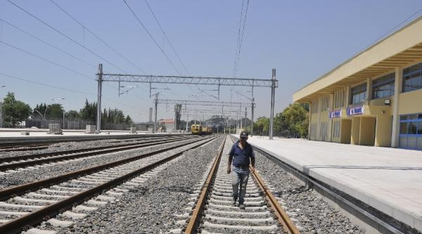İzmit Esnafı Yüksek Hızlı Tren Seferlerini Bekliyor