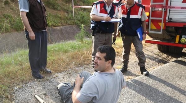 İzmit-kandira Yolunda Otomobil Minibüsle Çarpişti: 3 Ölü, 5 Yaralı