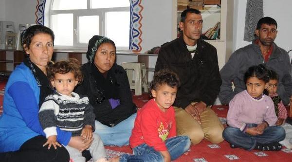 Izmit'te Çaresiz Kalan Suriyeli Aile Camiye Siğindi
