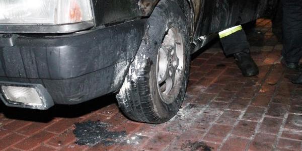 Izmit'te 'çarşi' Amblemli Otomobil Kundaklandi