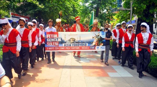 İzmit'te İstanbul'un Fethinin 561'inci Yılı Yürüyüşü
