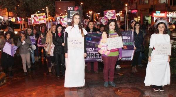 Izmit'te Kadina Şiddete Meşaleli Protesto