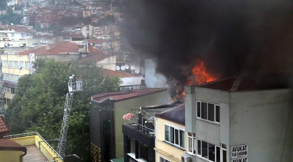 İzmit'te Kafeteryada Çikan Yangın Korkuttu
