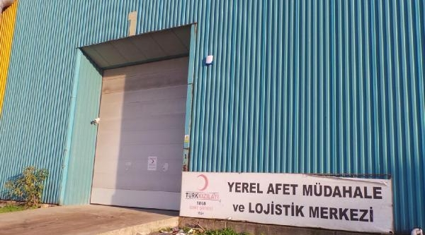 Izmit'te Kizilay Deposu Soyuldu, 200 Bin Lira Değerinde Afet Çadiri Çalindi