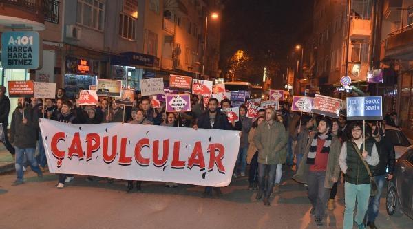 Izmit'te Protesto Yürüyüşünde Ak Parti Seçim Irtibat Bürosuna Yumurta Atildi