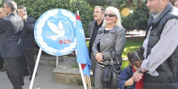 Izmit'teki 29 Ekim Töreninde Çelenk Gerginliği