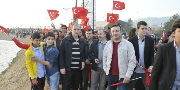 Izmit'teki 29 Ekim Töreninde Çelenk Gerginliği (2)