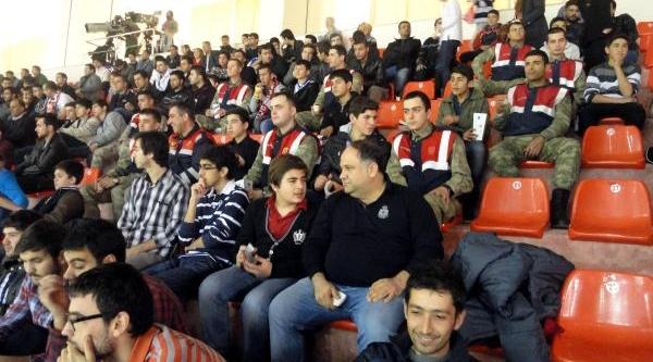 Jandarma, Başarili Öğrencileri Basketbol Maçina Götürdü