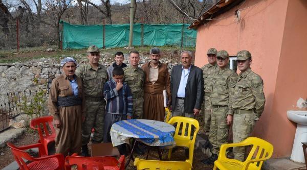 Jandarmadan Şehit Askerin Ailesine Anlamlı Ziyaret