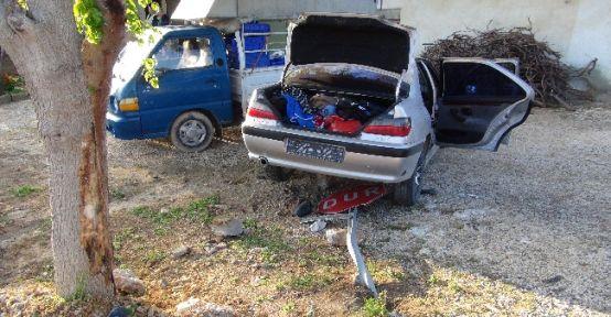 Jandarmanın Kovaladığı Hırsızların Aracı Kaza Yaptı