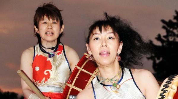 Japon Kadın Davulcular Ayakta Alkışlandı