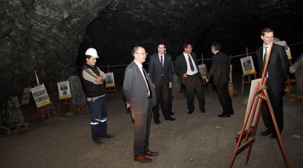 Japonlar Tuz Mağarasi'na Hayran Kaldi