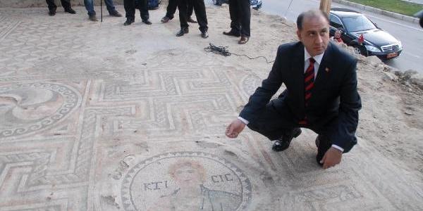 Kaçak Kazi, Roma Mozaiklerinin Ortaya Çikartilmasini Sağladi