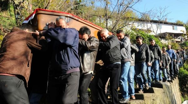 Kaçak Ocaktaki Göçükte Ölen Madencinin Cenazesi Memleketine Gönderildi