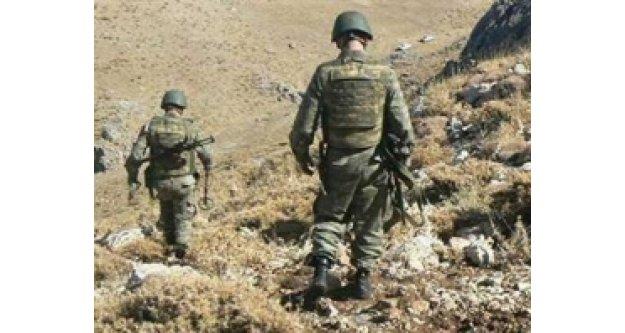 Kaçakçılar sınırda askere ateş açtı