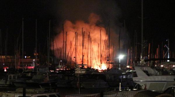 Kadıköy Yat Limanı'nda Alevli Gece