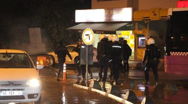 Kadiköy'de Ak Parti Ilçe Başkanlğina Yürüyen Gruba Polis Müdahalesi