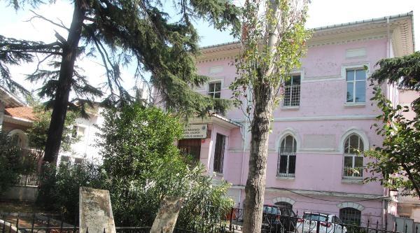 Kadıköy'de Atatürk Büstüne Saldırı