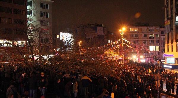 Kadıköy'de Berkin Elvan'ın Ölümünün Protestosuna Polis Müdahalesi